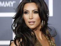 Glass hair: Το μυστικό της Kim Kardashian για να έχει λάμψη στα μαλλιά