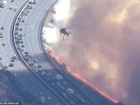 Βίντεο στην Καλιφόρνια: Ελικόπτερα επιχειρούν μέσα στις φλόγες