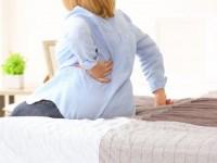 Πόνος στη μέση: Τρεις περιπτώσεις που χτυπάει «καμπανάκι»