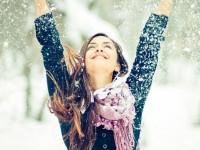 Πώς να αντιμετωπίσεις τα σκασμένα χείλη από το κρύο;