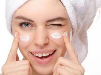 Κοινή χρήση Πώς να βάζω την κρέμα ματιών; Οι ειδικοί συμβουλεύουν