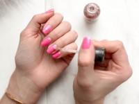 5 μυστικά για να μην σπάνε εύκολα τα νύχια σου