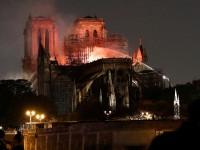Βραχυκύκλωμα εξετάζουν ως αιτία της μεγάλης φωτιάς στην Παναγία των Παρισίων