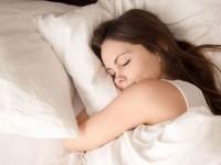 Οι συνήθειες που πρέπει να σταματήσετε για να γίνει ο ύπνος σας καλύτερος