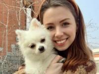 Ουκρανή-μοντέλο αρνείται να εγκαταλείψει την Γουχάν αν δεν πάρει το σκύλο της μαζί