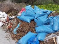Απέραντο σκουπιδαριό δίπλα σε σπίτια στο Κολυμπάρι (φωτο)