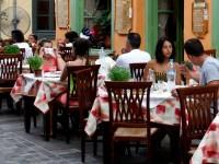 Τουρισμός: Στο «κόκκινο» οι τιμές στην εστίαση - Μονόδρομος λένε οι επιχειρηματίες