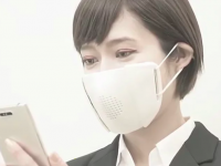 Έξυπνη μάσκα κατά του κορωνοϊού μεταφράζει σε οκτώ γλώσσες