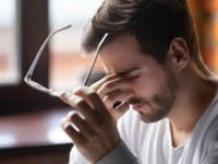 Πονοκέφαλος πίσω από τα μάτια: Από τι προκαλείται και πώς περνάει