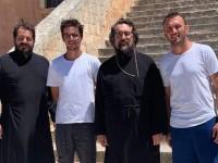 Ο γιος του πρωθυπουργού και ο αρχηγός του Ολυμπιακού, στην Ιερά Μονή Αγίας Τριάδος (φωτο)