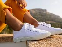 Πώς να καθαρίσετε σωστά τα λευκά sneakers σας