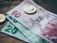 Βουλιάζει η τουρκική λίρα: Σε νέο ιστορικά χαμηλό επίπεδο υποχώρησε το τουρκικό νόμισμα