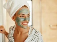 DIY μάσκα προσώπου για να απαλλαγείτε από τα σπυράκια σε μόλις ένα βράδυ