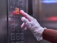 Έρευνα: Τι γίνεται αν βήξει ασθενής με κορωνοϊό μέσα σε ασανσέρ