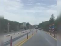 Βαρέως τύπου όχημα κάνει αναστροφή στην εθνική οδό Χανίων - Κισάμου (βίντεο)
