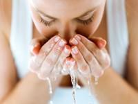 Τα λάθη που κάνετε όταν πλένετε το πρόσωπό σας και πρέπει να σταματήσετε άμεσα