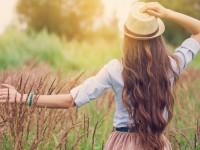 Πώς να προστατέψετε τα μαλλιά σας από τον ήλιο