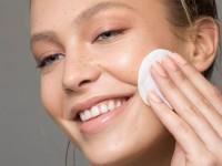 Γιατί το face toner δεν πρέπει να λείπει από την skincare ρουτίνα σας