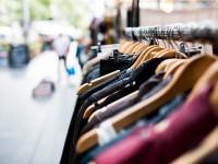 Λιανεμπόριο: Αλλαγές φέρνει ο συνωστισμός έξω από τα καταστήματα–Τα σενάρια που εξετάζουν