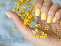 Τι σχήμα να κάνετε στα νύχια σας εάν θέλετε να δείχνουν μακριά τα νύχια σας