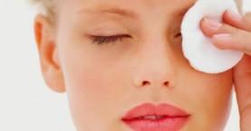 Ντεμακιγιάζ ματιών με τα πιο απλά, φυσικά υλικά