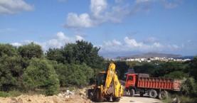 Εργασίες καθαρισμού παράδρομου της Εθνικής Οδού από τα συνεργεία του Δήμου