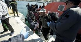 Πάνω από 1.100 μετανάστες έφτασαν σε ελληνικά νησιά το τριήμερο
