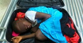 Προσωρινή άδεια παραμονής στον 8χρονο «μετανάστη της βαλίτσας»