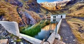 Η κρυφή πισίνα στα βουνά της Ισλανδίας