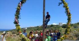 Το πιο μεγάλο πρωτομαγιάτικο στεφάνι που φτιάχτηκε στην Κρήτη (βίντεο)