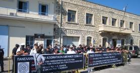 Ένστολη διαμαρτυρία λιμενικών των Χανίων για το στεγαστικό (βίντεο)