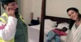 Selfie με τον... κοιμισμένο εισβολέα