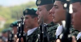 Δεν δικαιούνται τη σύνταξη του πατέρα τους οι άγαμοι γιοι στρατιωτικών