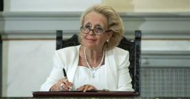 Ορκίστηκε η πρώτη γυναίκα (υπηρεσιακή) πρωθυπουργός της Ελλάδας!