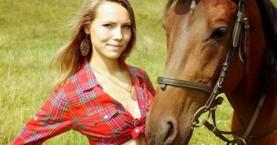 Άλογο ποδοπατά και σκοτώνει σε επίδειξη, πανέμορφη 24χρονη κοπέλα (Video)