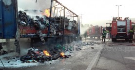 Νταλίκα τυλίχθηκε στις φλόγες στην εθνική οδό Χανίων-Κισάμου (φωτο-βίντεο)