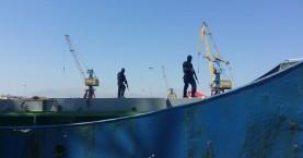 Όπλα και πυρομαχικά για έναν στρατό στο φορτηγό πλοίο