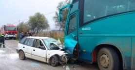 Λεωφορείο συγκρούστηκε με ΙΧ στο Φόδελε