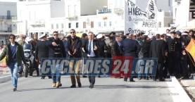 Ένταση στην πορεία για τον Γρηγορόπουλο στη Σύρο λόγω Παυλόπουλου