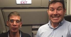 Ο άνδρας που πόζαρε με τον αεροπειρατή της Λάρνακας
