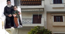 """Ξενώνας Απόρων πολυτέκνων οικογενειών και φοιτητών """"Παπά Γιώργης Χιωτάκης"""