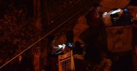 Φωτογραφίες: Εξαθλιωμένοι Έλληνες ψάχνουν φαγητό στα σκουπίδια...