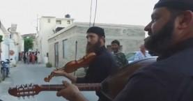 Η καντάδα του Αντώνη Μαρτσάκη στη Μεσαρά (βίντεο)