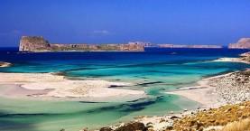 Ο Μπάλος, οι ξενοδόχοι και τα 10 ευρώ στις δύο παραλίες