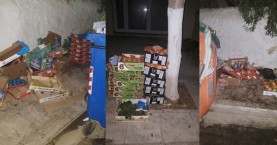 Νύχτωσε αλλά τα καφάσια της λαικής αγοράς έμειναν στο πεζοδρόμιο!