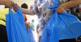 Προσφέρει ψάρια στο σύλλογο πολυτέκνων νομού Χανίων