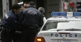 Χειροπέδες στον 67χρονο βιαστή της 14χρονης που εξέδιδε ο πατέρας της