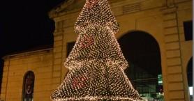 Βανδαλισμοί στο Χριστουγεννιάτικο δέντρο στην Δημοτική αγορά στα Χανιά