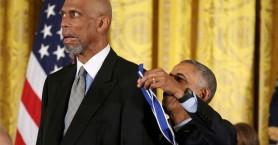 Ο Ομπάμα βράβευσε διάσημους ηθοποιούς, τραγουδιστές και μπασκετμπολίστες