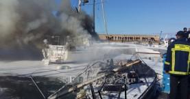 Κάηκαν δύο σκάφη στο λιμάνι του Ηρακλείου (φωτο)